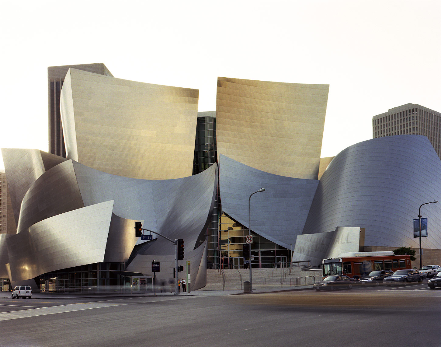 23-Roger_Davies_Gehry_walt_disney_higher231