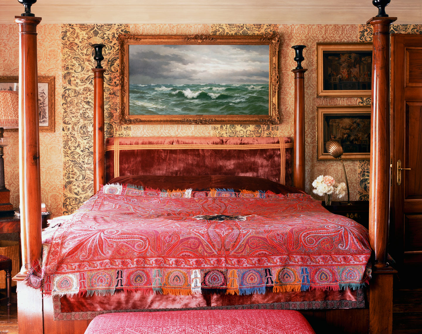 96-Roger_Davies_London_bedroom